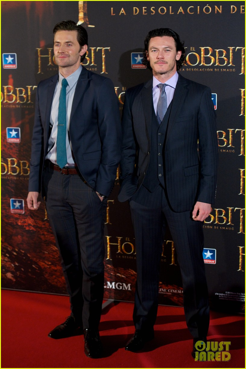 luke evans hobbit madrid premiere with richard armitage 06