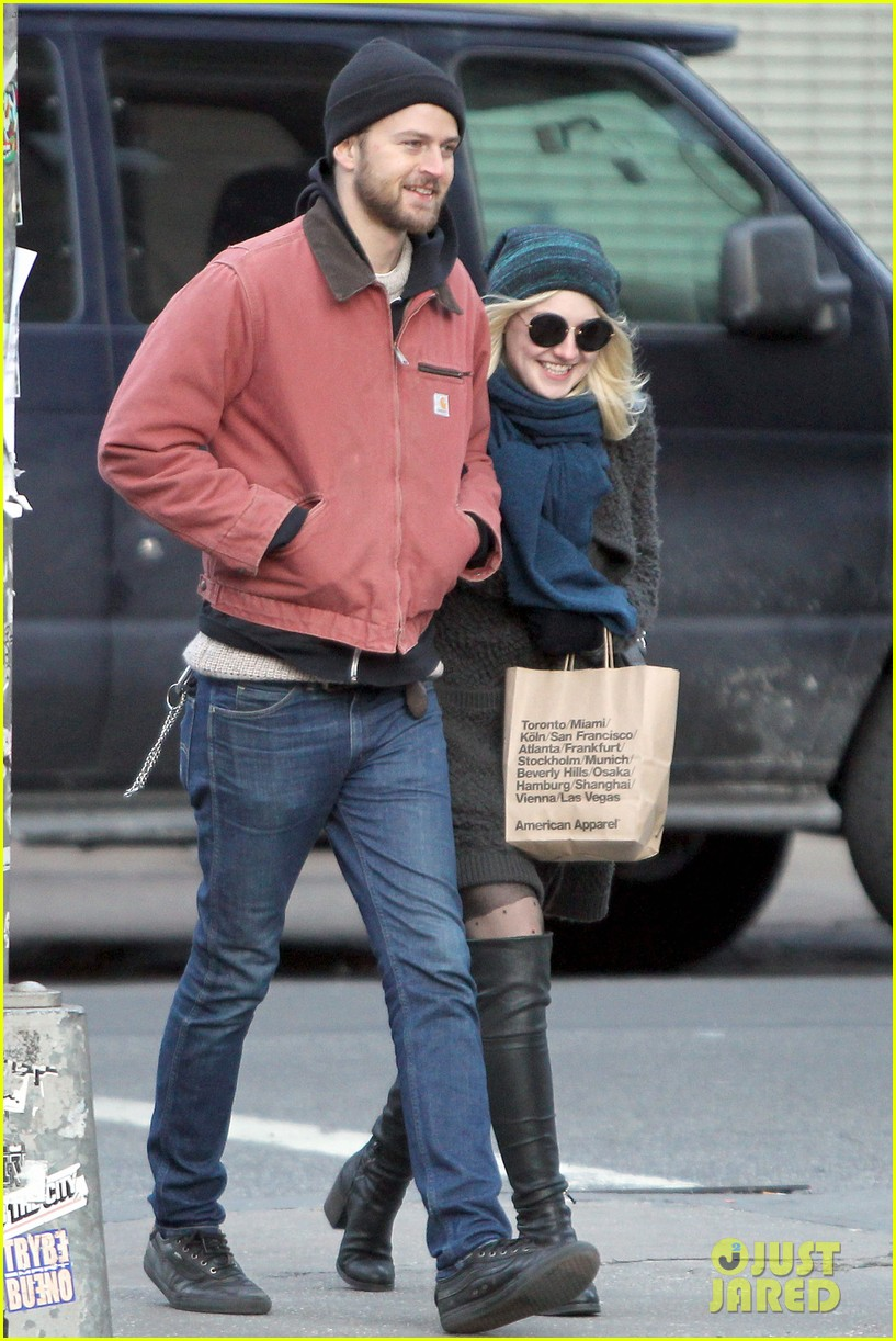 dakota fanning boyfriend jamie stratchan walk arm in arm in new york city 063010766