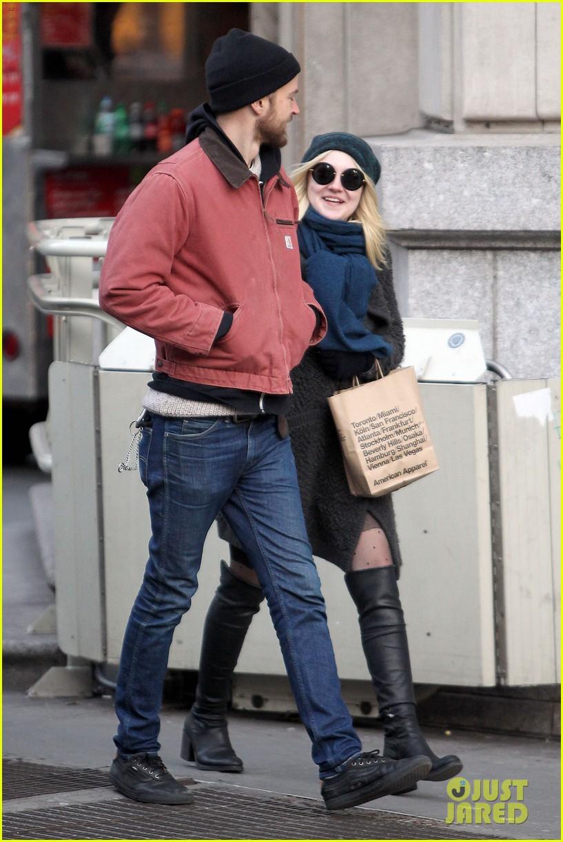 dakota fanning boyfriend jamie stratchan walk arm in arm in new york city 07