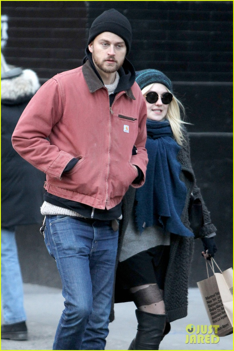 dakota fanning boyfriend jamie stratchan walk arm in arm in new york city 10