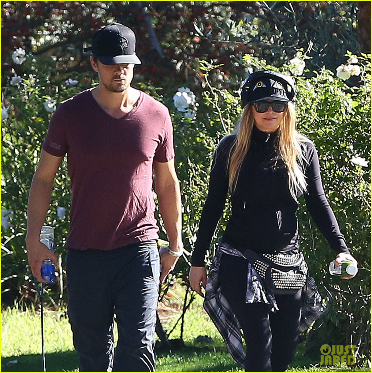 fergie josh duhamel dog walking duo 023003014
