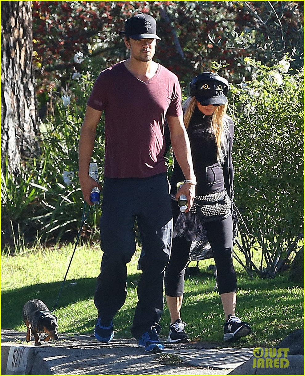fergie josh duhamel dog walking duo 063003018