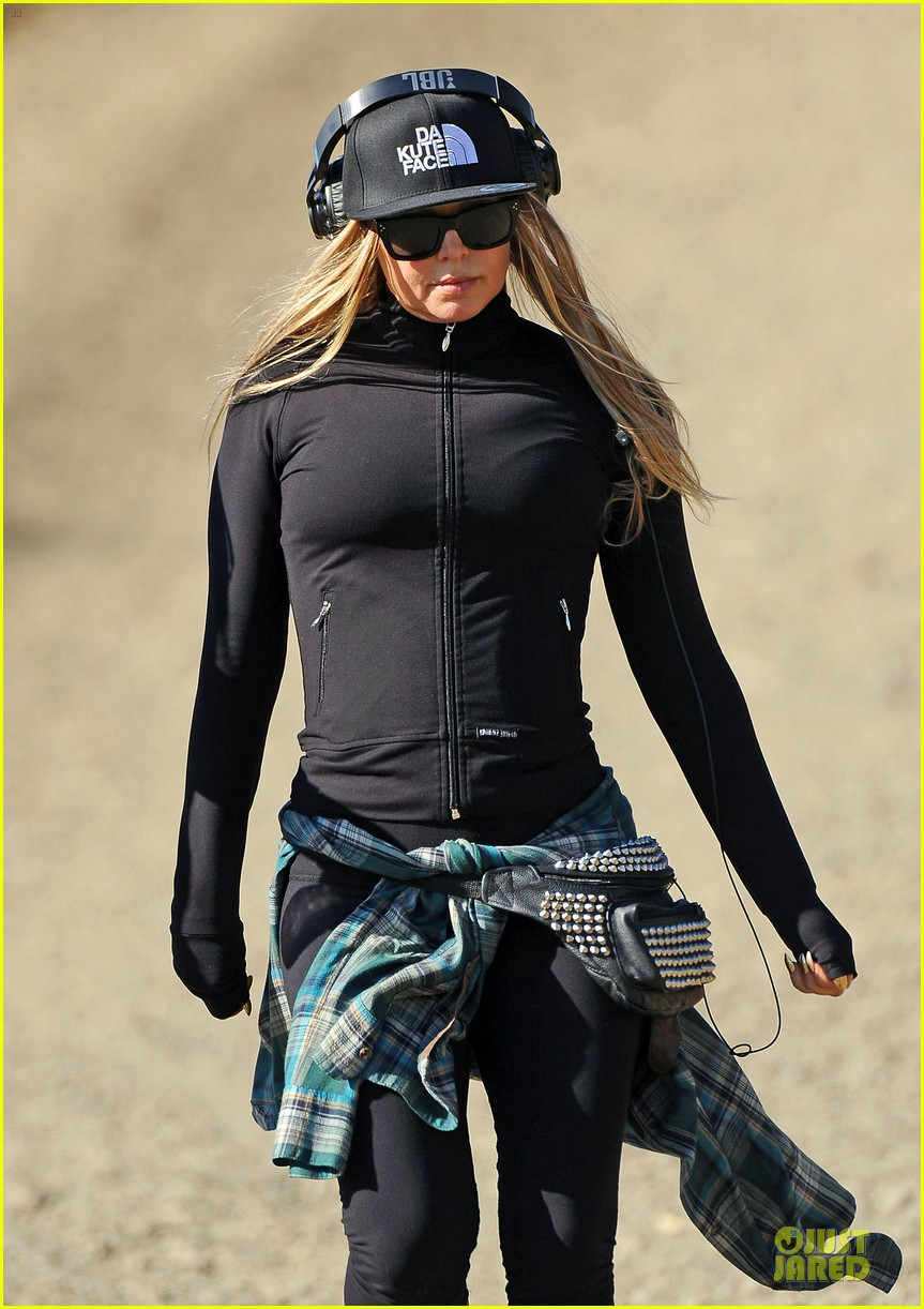 fergie solo hike before dick clark new year rockin eve 02