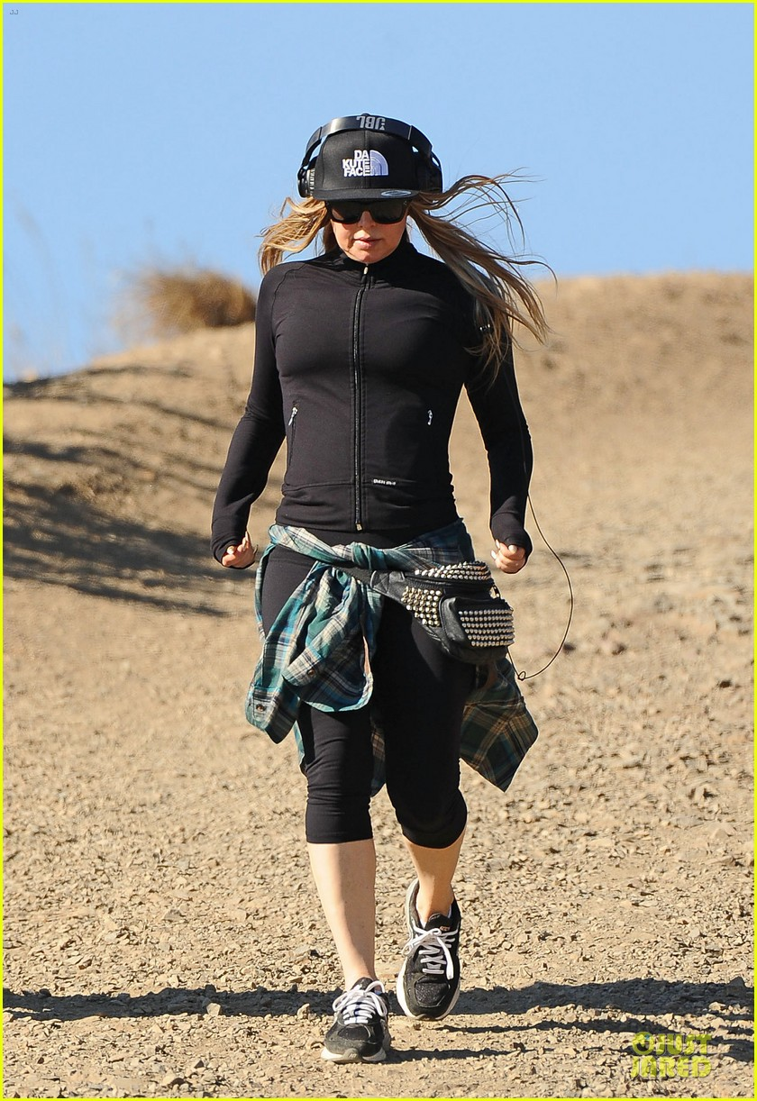 fergie solo hike before dick clark new year rockin eve 033020222