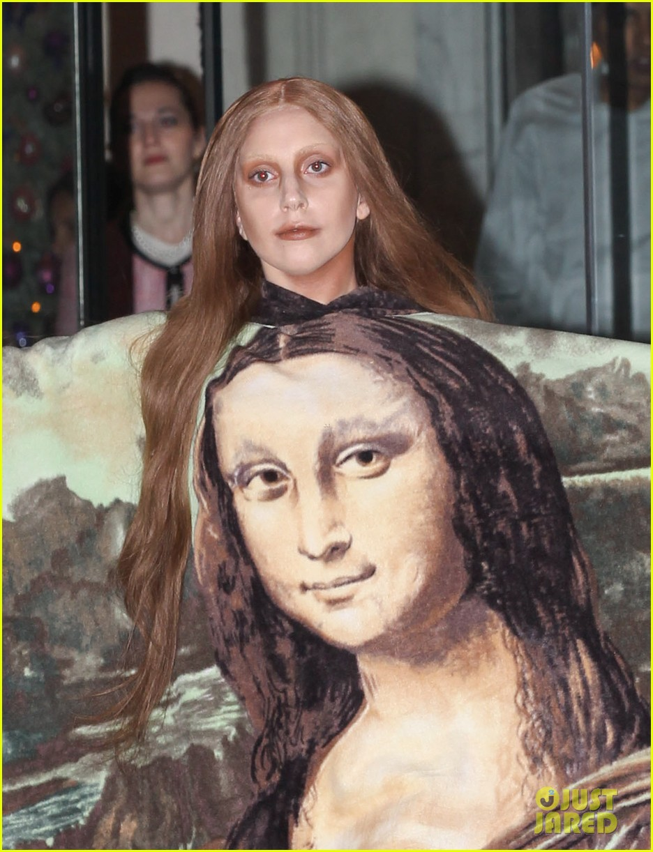 lady gaga displays mona lisa dress in london 023004959
