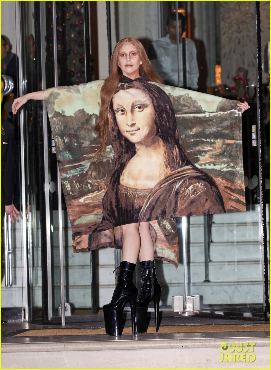 lady gaga displays mona lisa dress in london 07