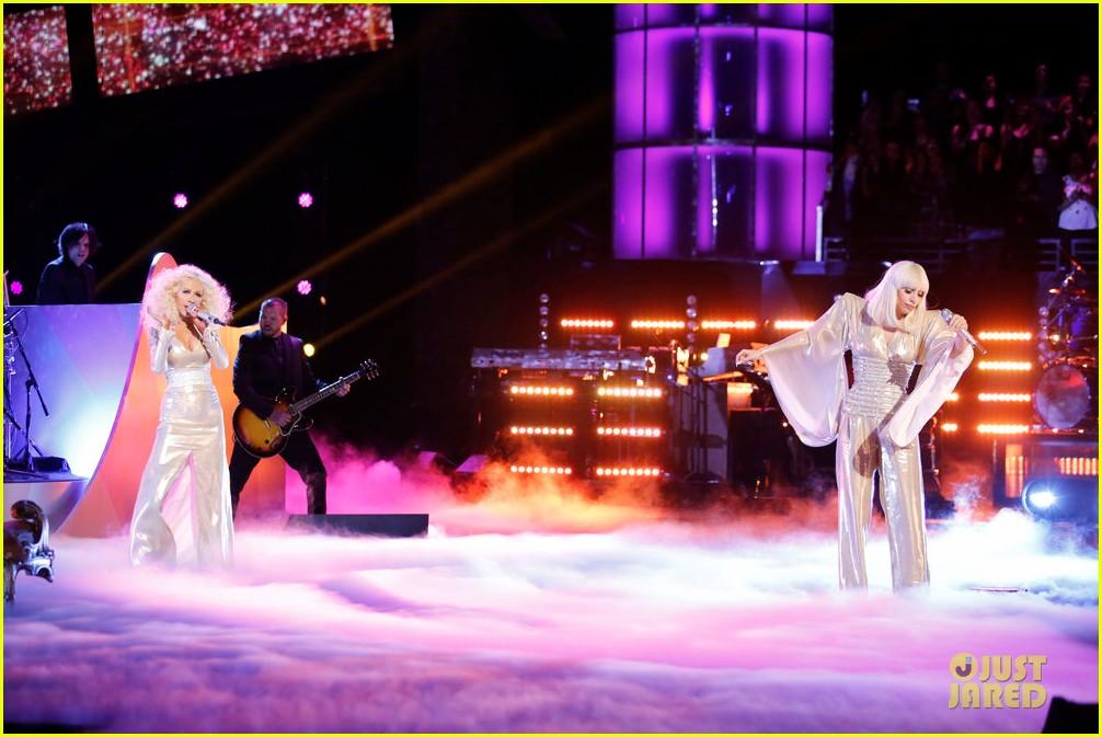 Hoy en The Voice: Xtina y Lady Gaga juntas en el mismo escenario - Página 6 Lady-gaga-christina-aguilera-do-what-u-want-04