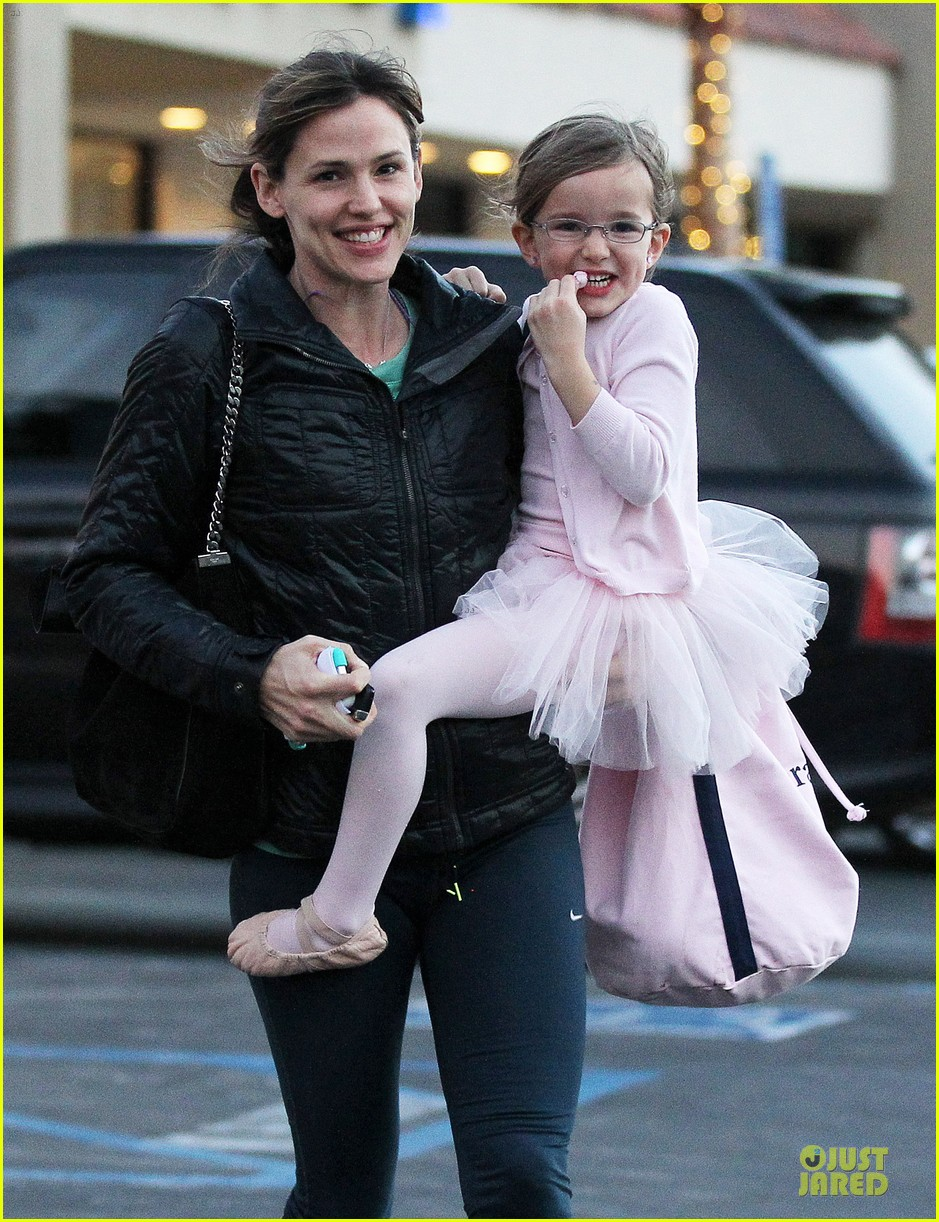 jennifer garner wraps week with seraphina ballet class 043011759