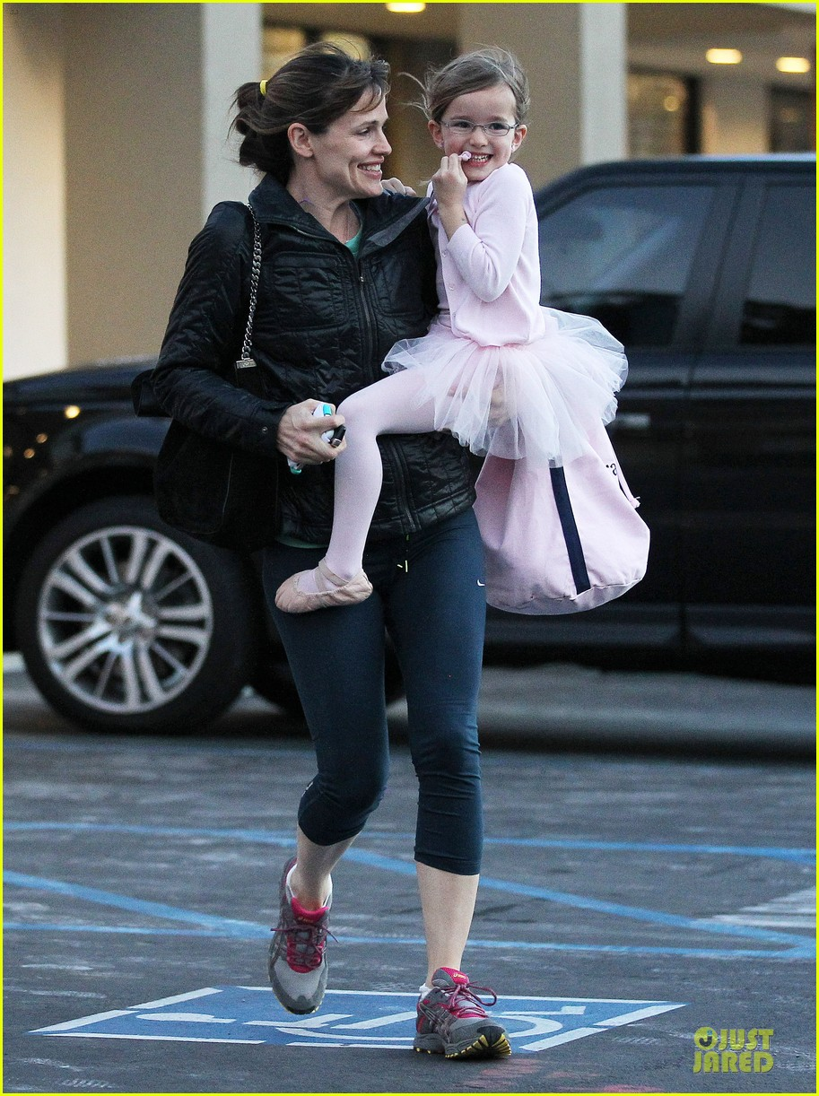 jennifer garner wraps week with seraphina ballet class 16