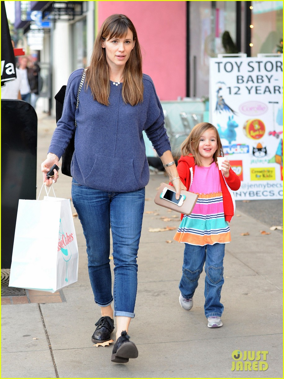 jennifer garner gets ready for christmas picks up gifts 21