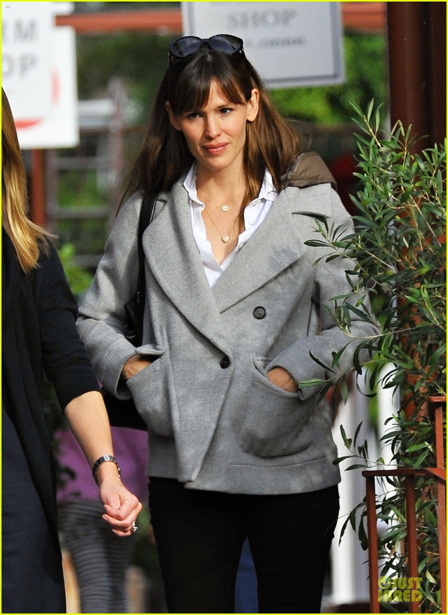 jennifer garner haircut for lollipop lovin samuel 083004036