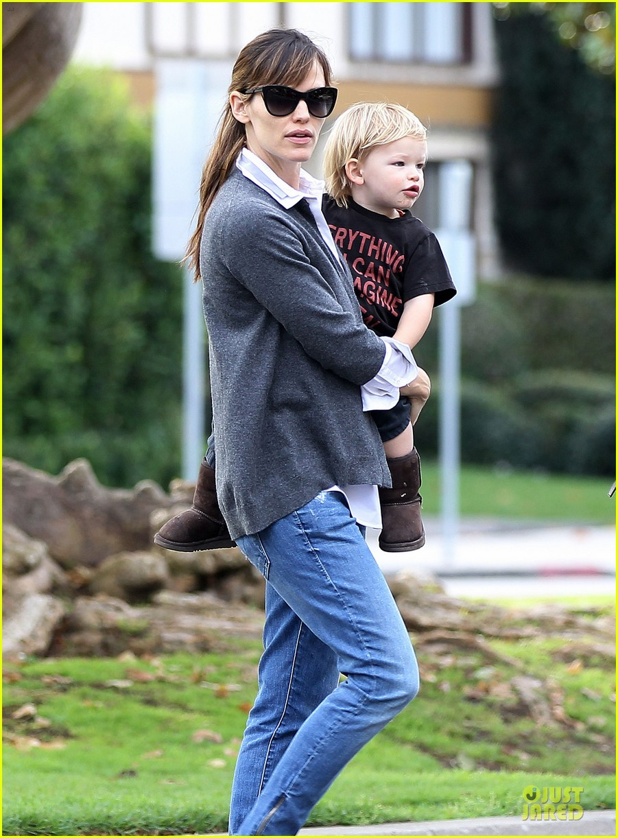jennifer garner haircut for lollipop lovin samuel 163004044