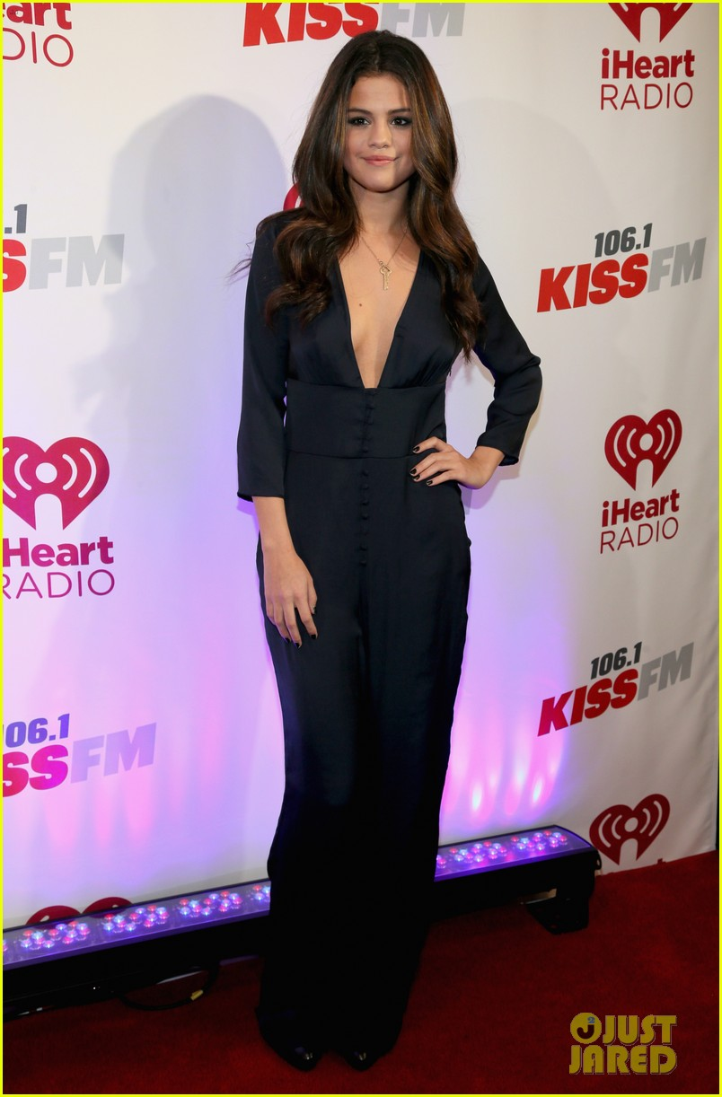 selena gomez ariana grande 1061 kiss fm jingle ball 013003797