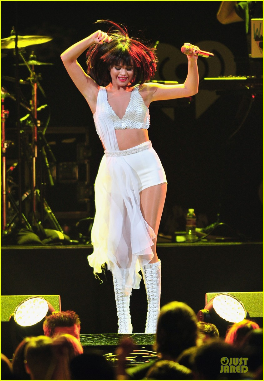 selena gomez sports wig for 1061 kiss fm jingle ball 103003948