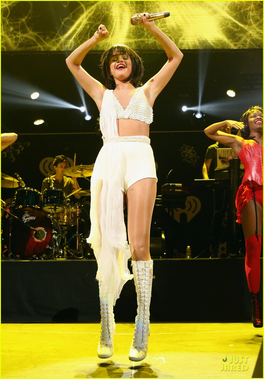 selena gomez sports wig for 1061 kiss fm jingle ball 15