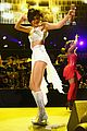selena gomez sports wig for 1061 kiss fm jingle ball 05