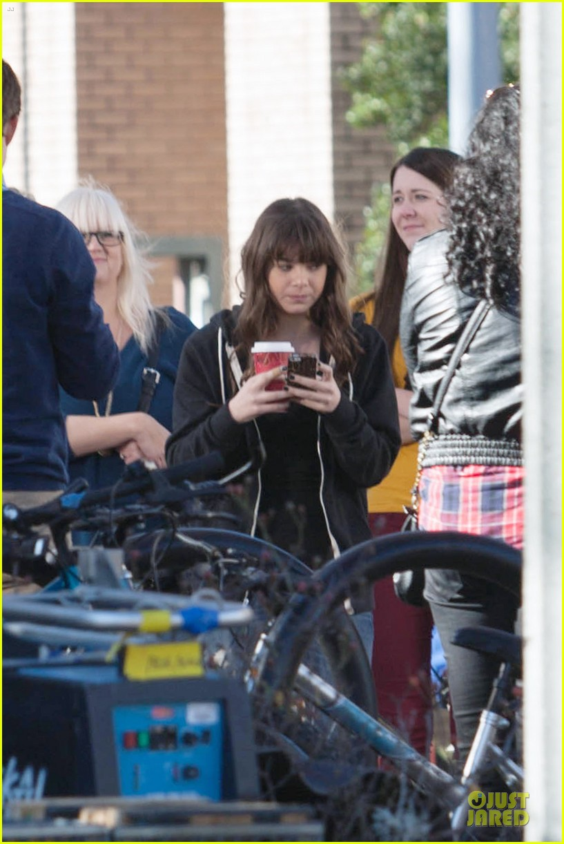 hailee steinfeld wrapping up barely lethal filming 02