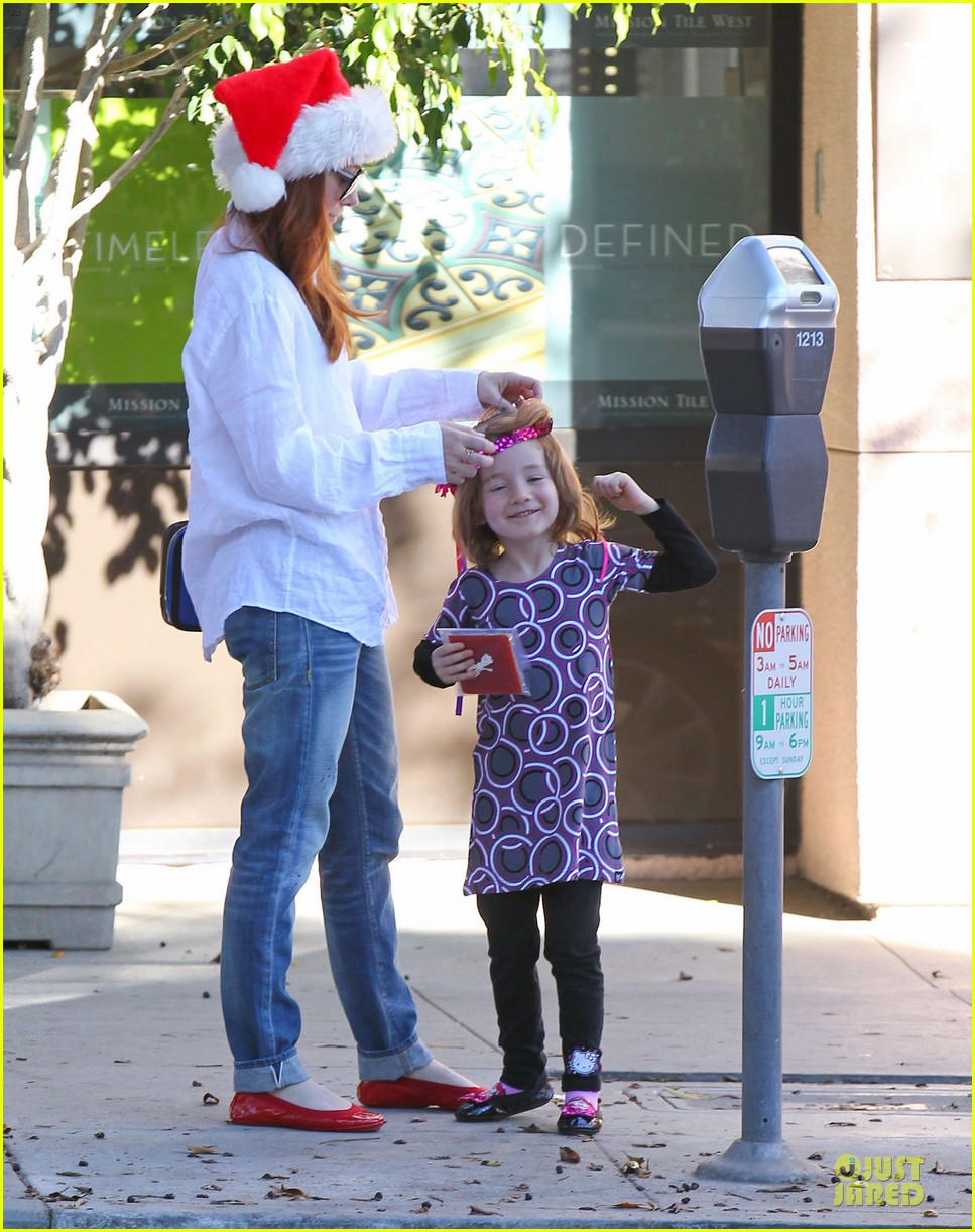 alyson hannigan sports santa hat on christmas eve 07