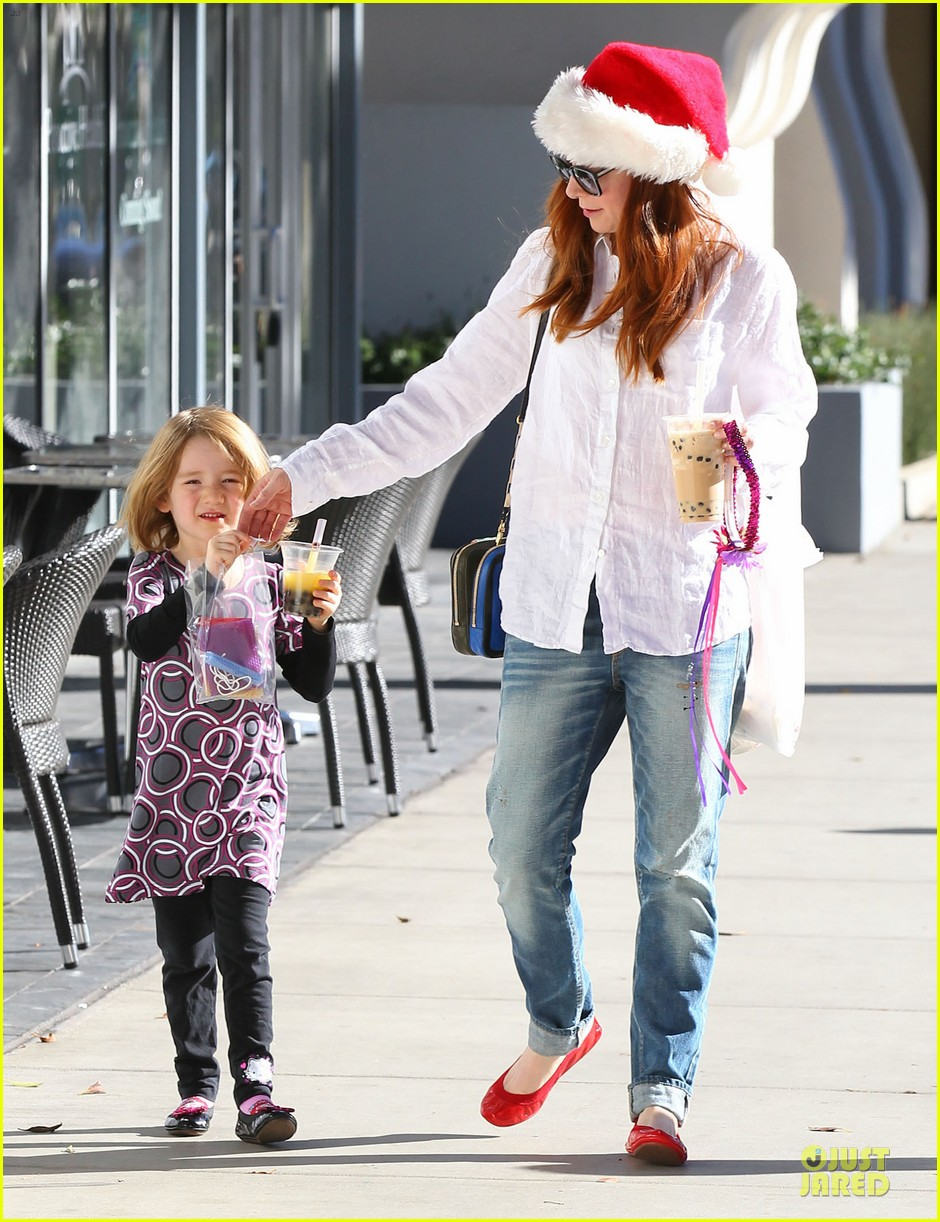 alyson hannigan sports santa hat on christmas eve 103017365