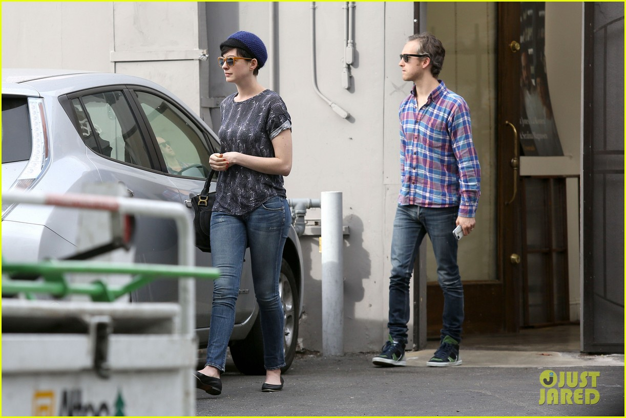 anne hathaway adam shulman flat tire after meal 13