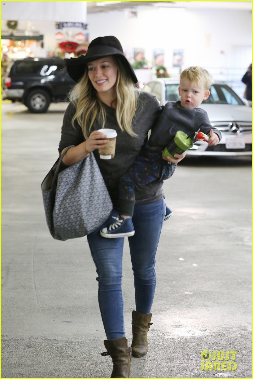 hilary duff busy weekend with her boys 17