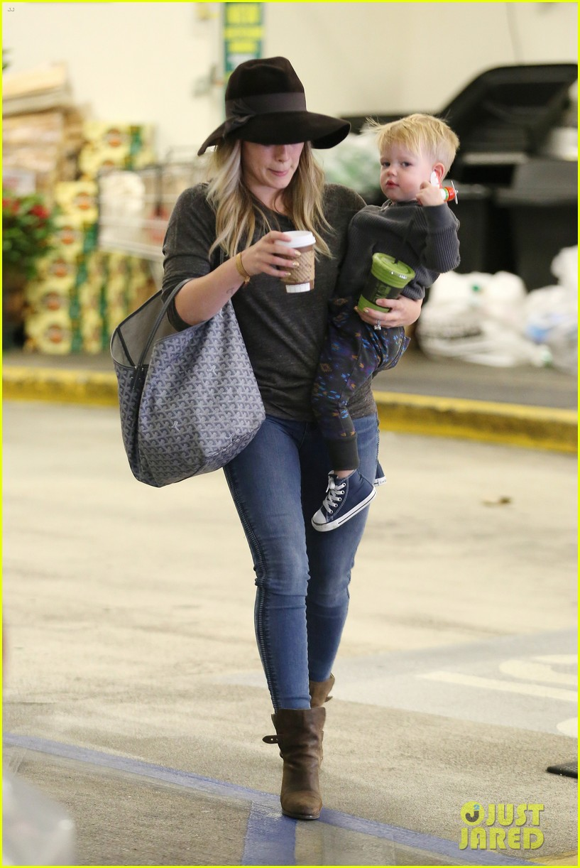 hilary duff busy weekend with her boys 20