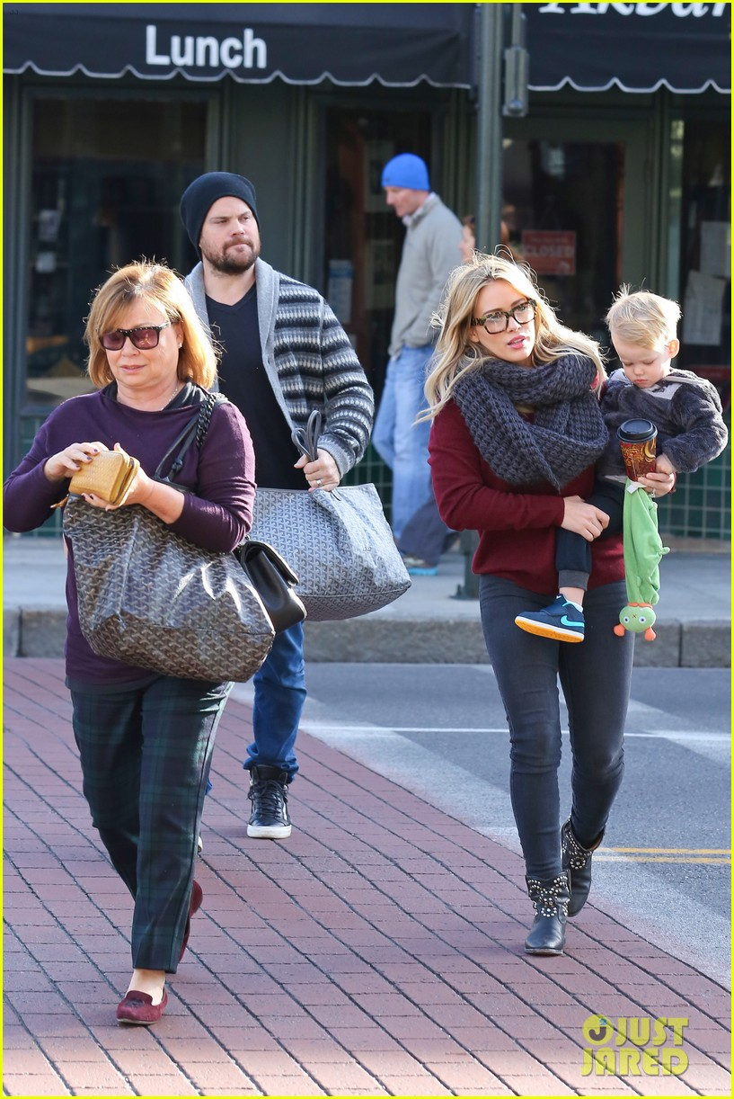 hilary duff busy weekend with her boys 25