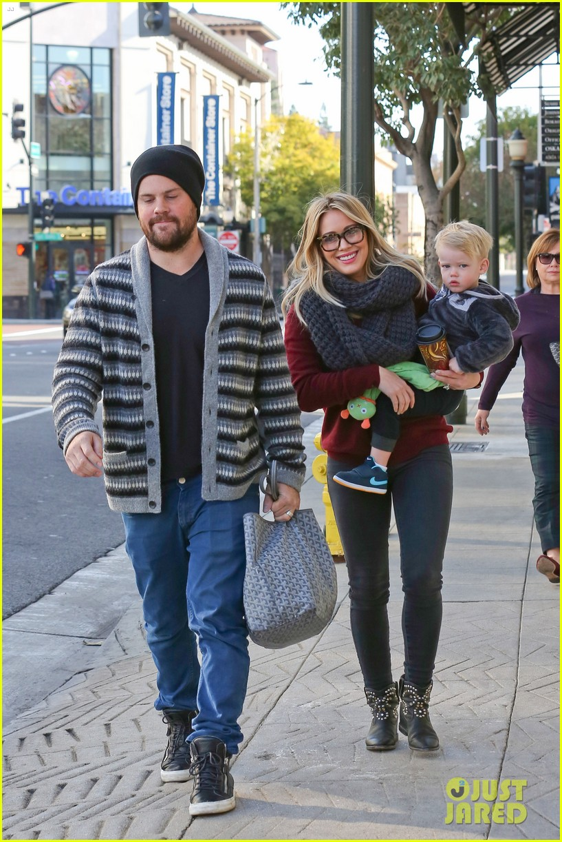hilary duff busy weekend with her boys 26