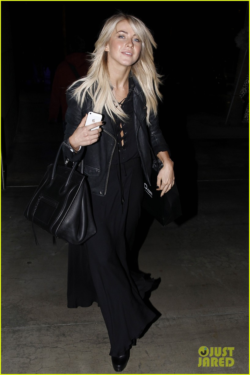 julianne hough beyonces mrs carter world tour viewing party 13