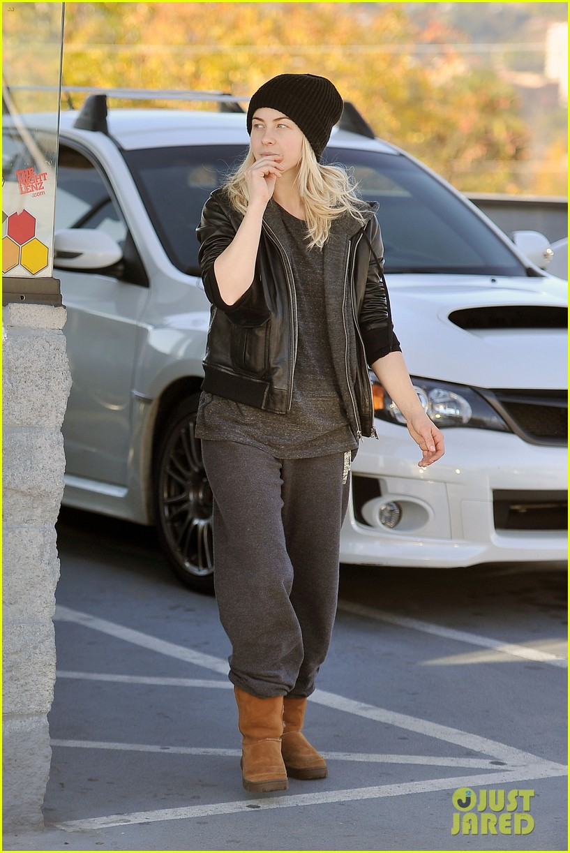 julianne hough goes snowboard shopping with derek 123016093