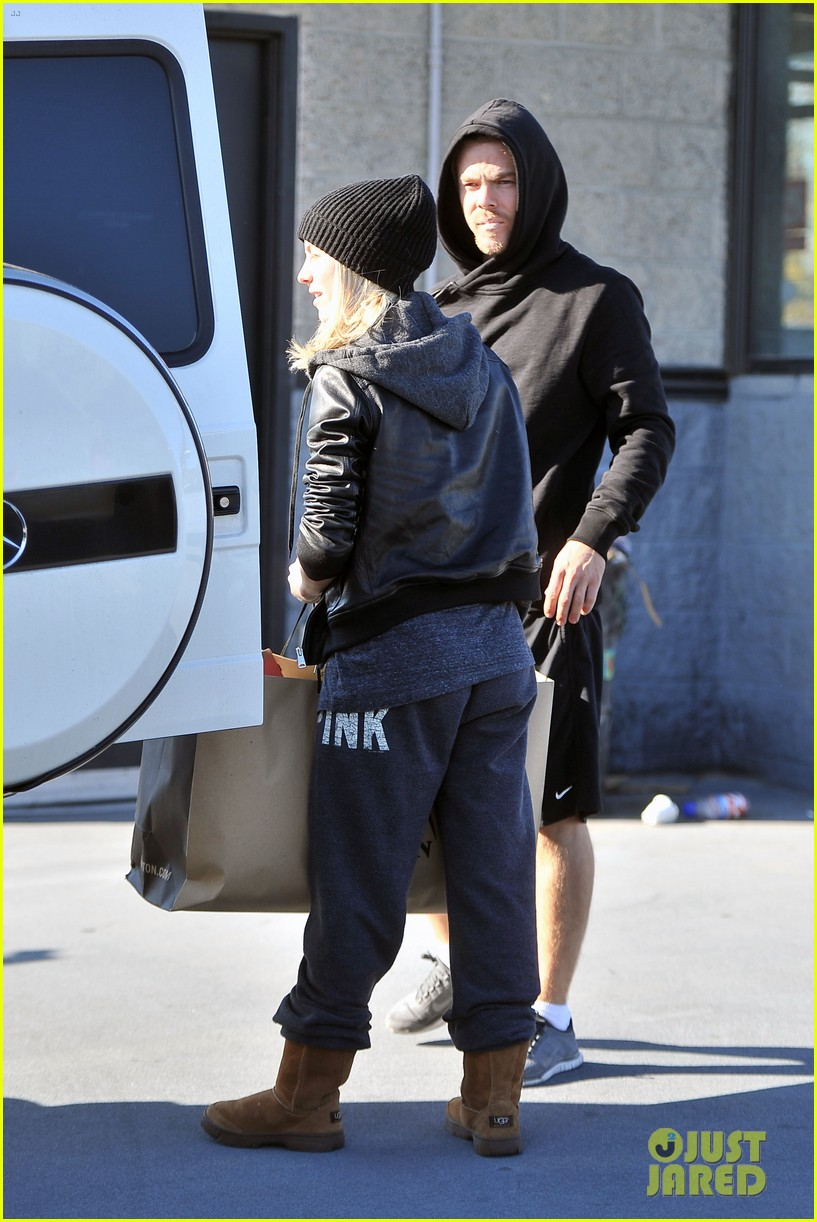 julianne hough goes snowboard shopping with derek 163016097