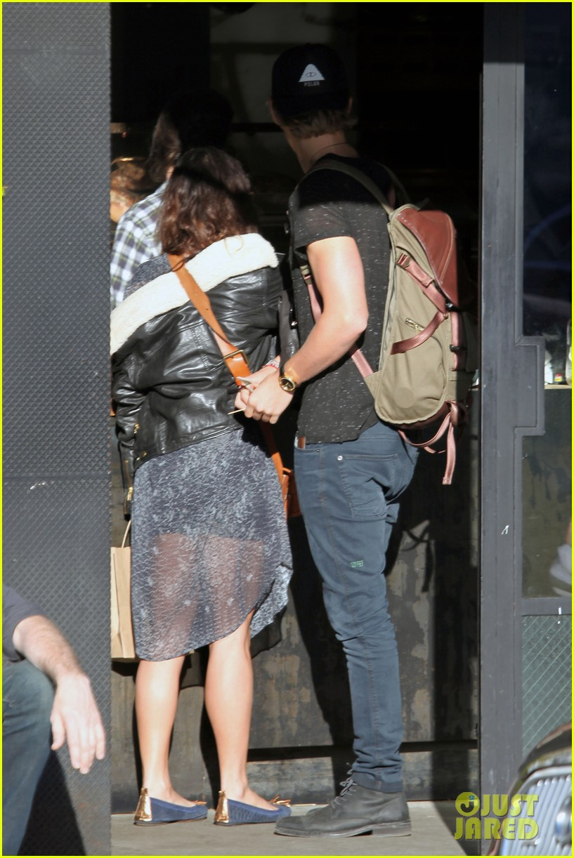 vanessa hudgens austin butler lunchin lovebirds in venice 333019757
