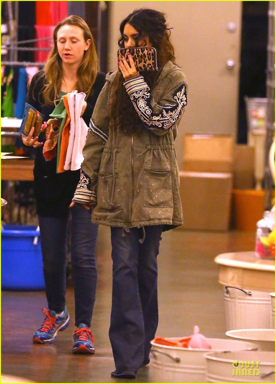 vanessa hudgens last minute holiday shopping at pet store 033016902