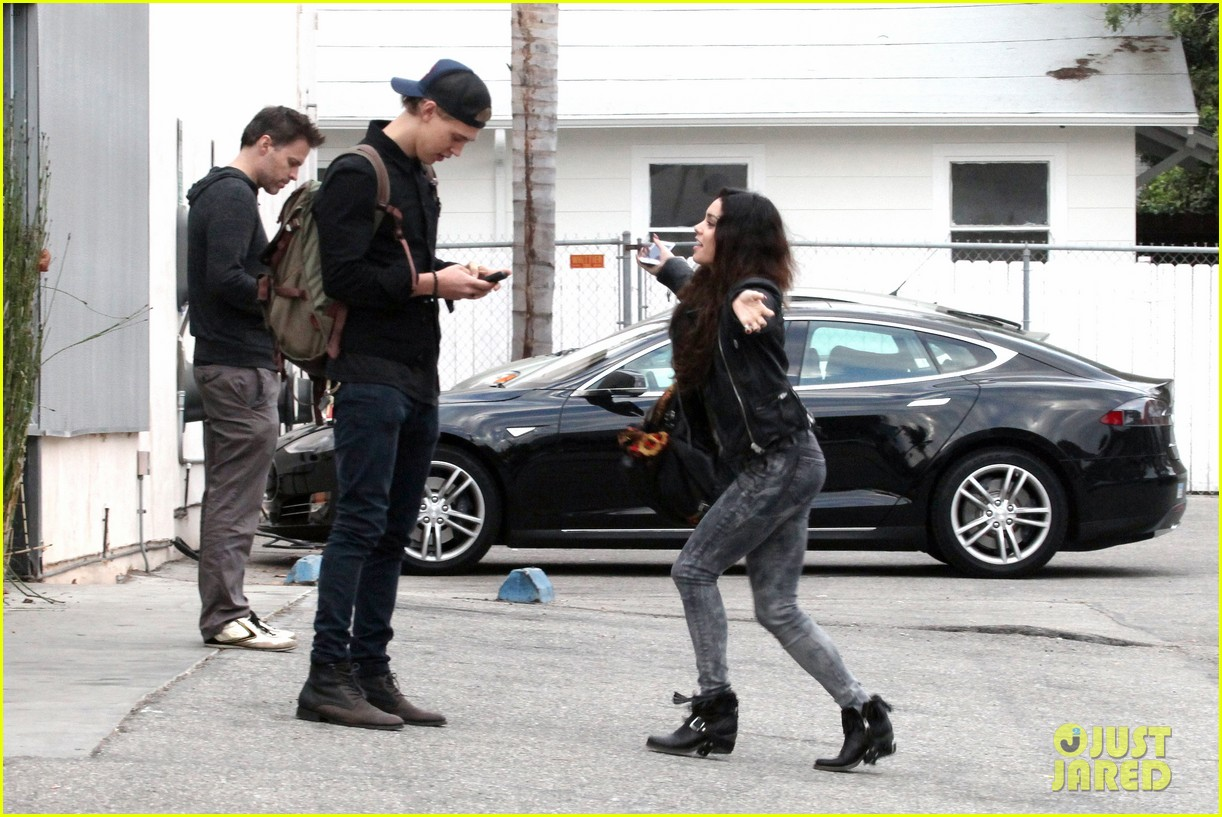vanessa hudgens dance take silly selfies in a parking lot 14