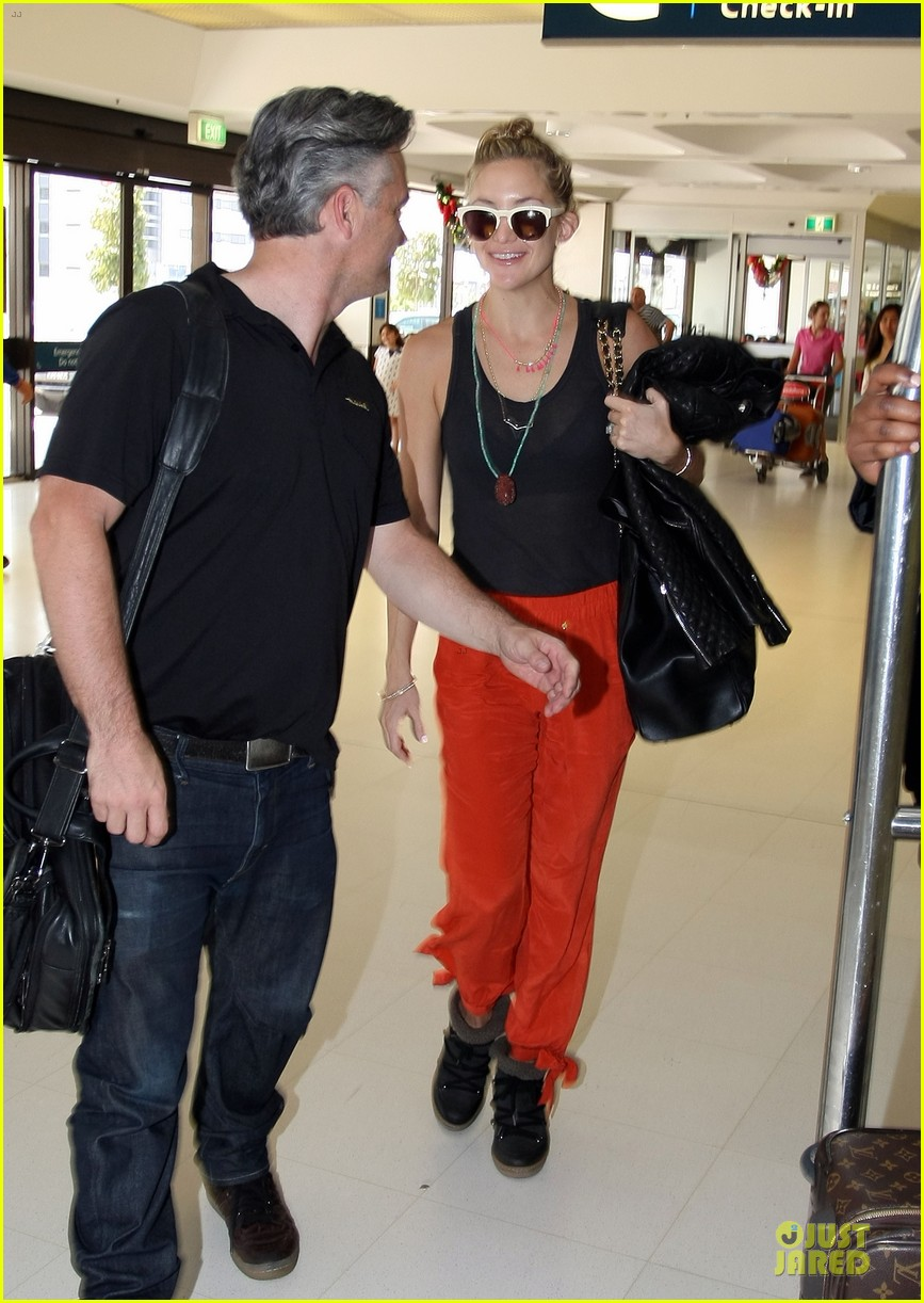 kate hudson bright orange sydney departure 14