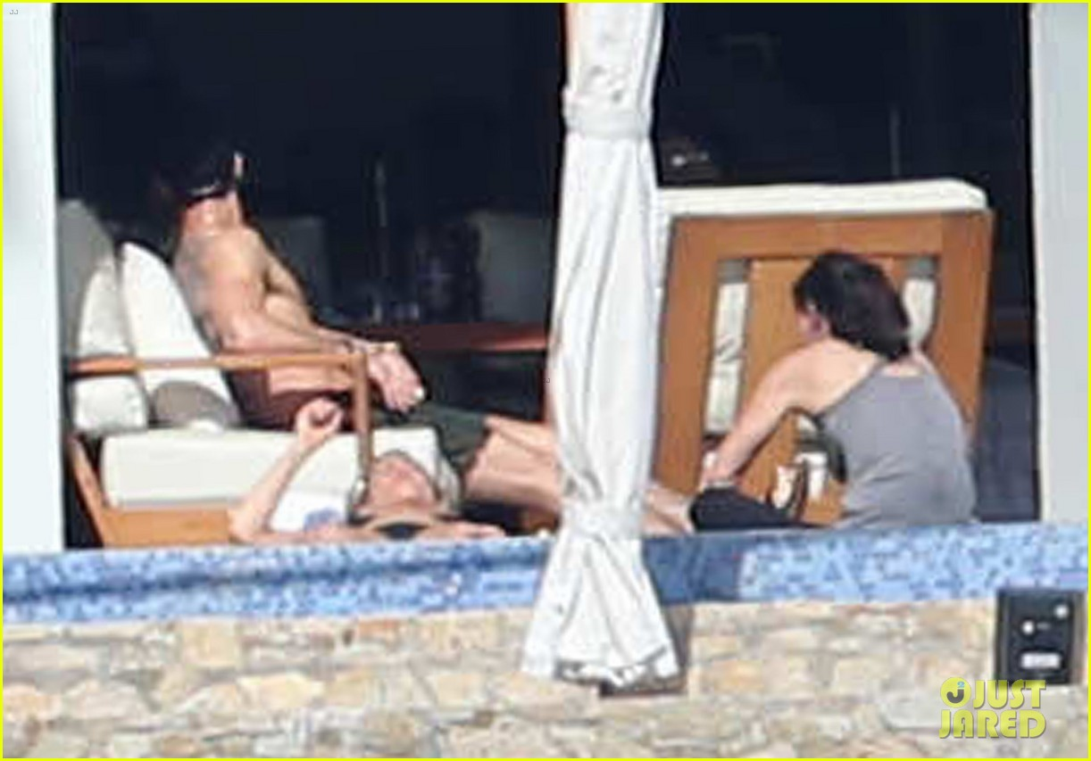 jennifer aniston bikini vacay courteney cox friends 08