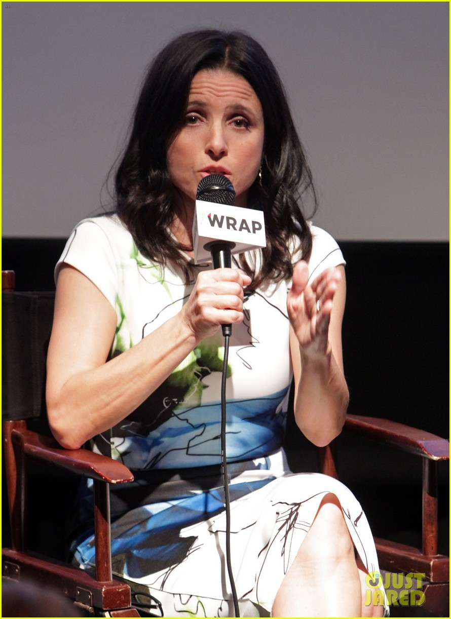 julia louis dreyfus gets scared by julia roberts watch now 103014434