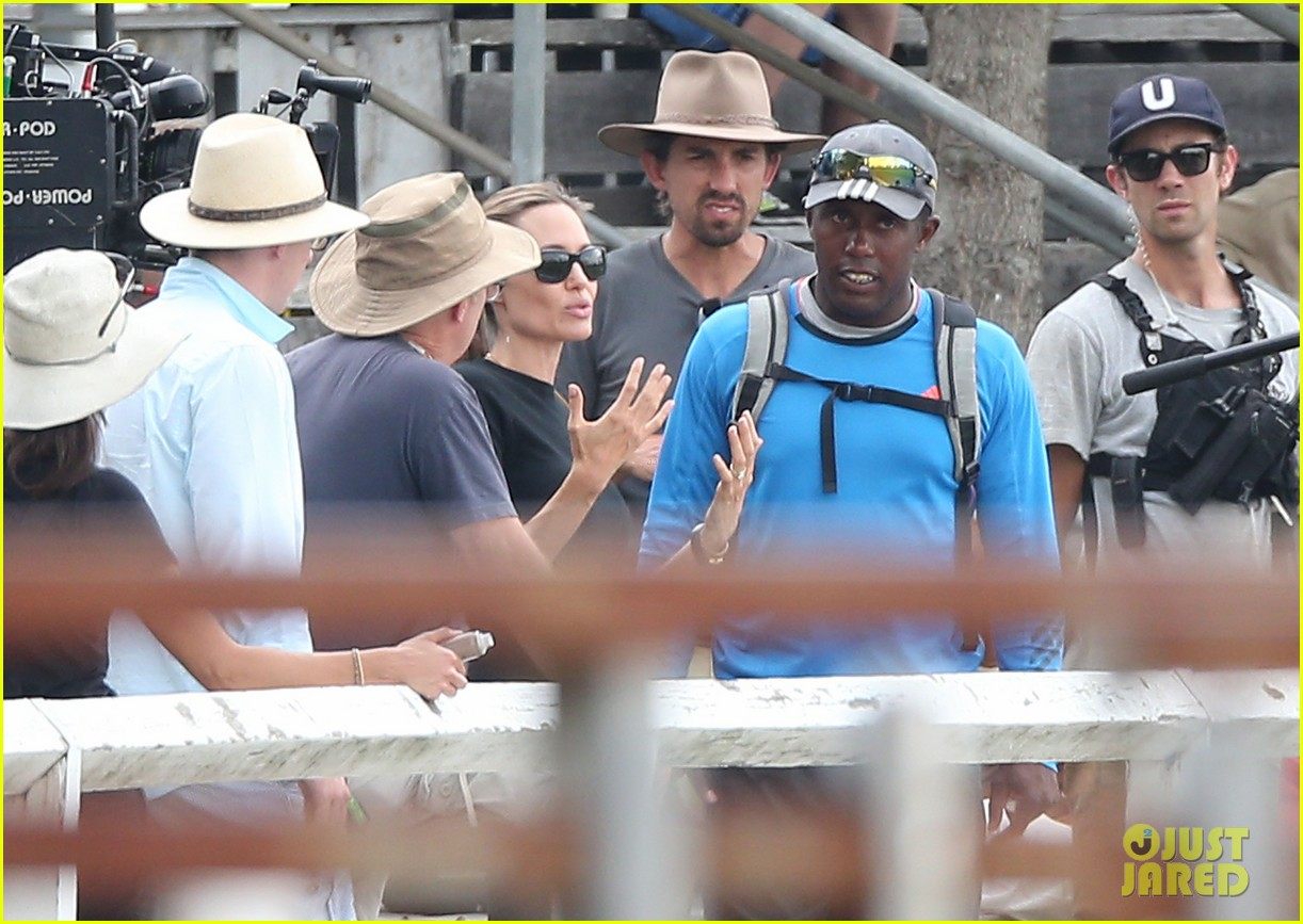 angelina jolie back to work for unbroken after family weekend 01