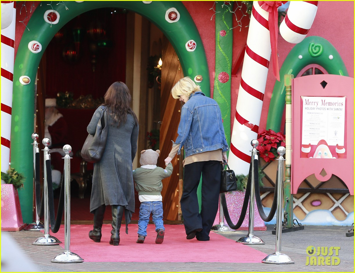 january jones takes xander to meet santa claus 083007061