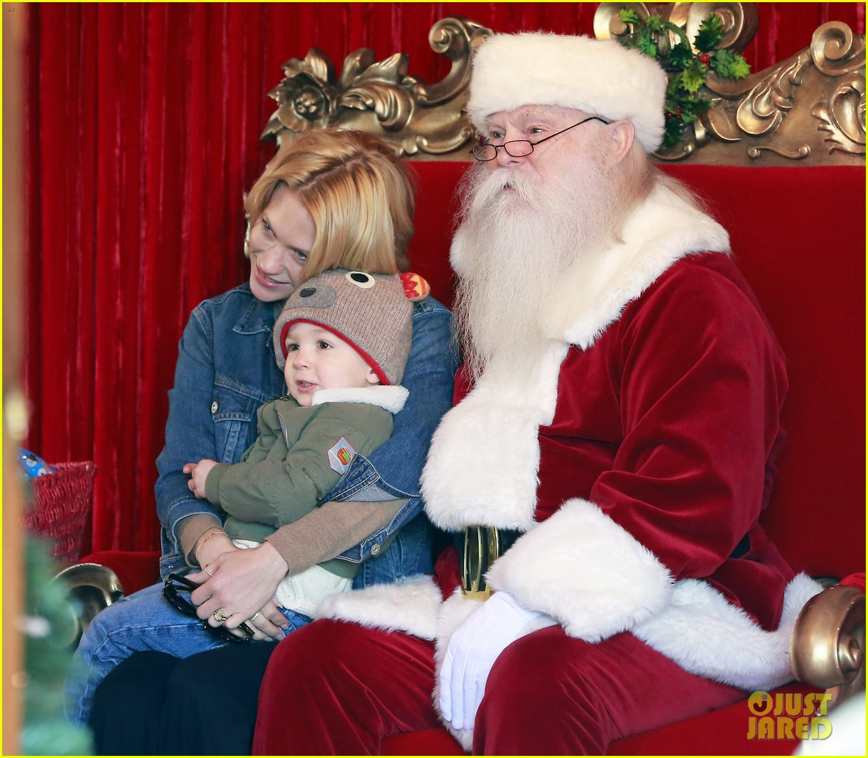 january jones takes xander to meet santa claus 13