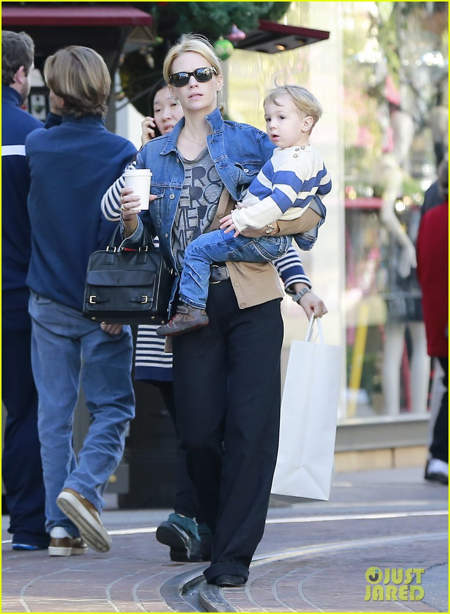 january jones takes xander to meet santa claus 24