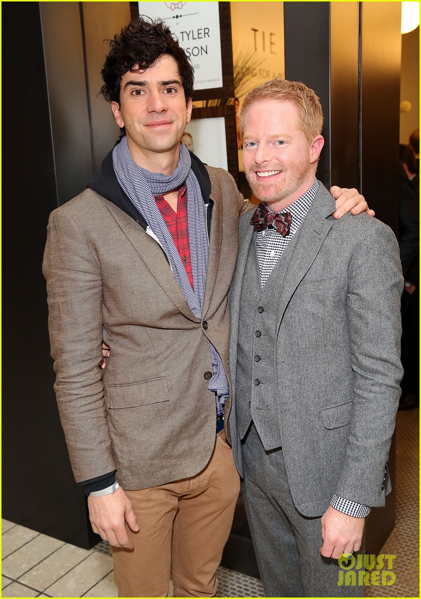 jesse tyler ferguson sofia vergara tie the knot pop up shop opening 373006634