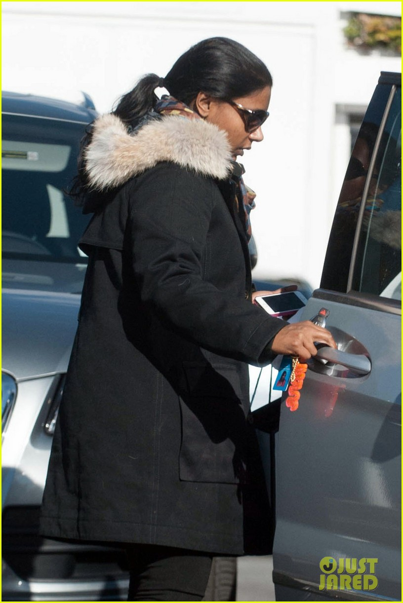 mindy kaling headed to new york for christmastime 023011269
