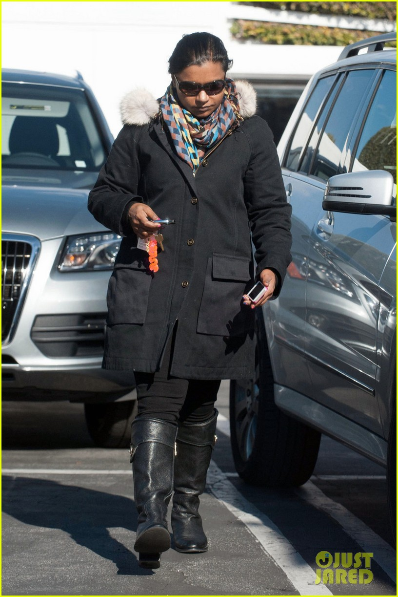 mindy kaling headed to new york for christmastime 03