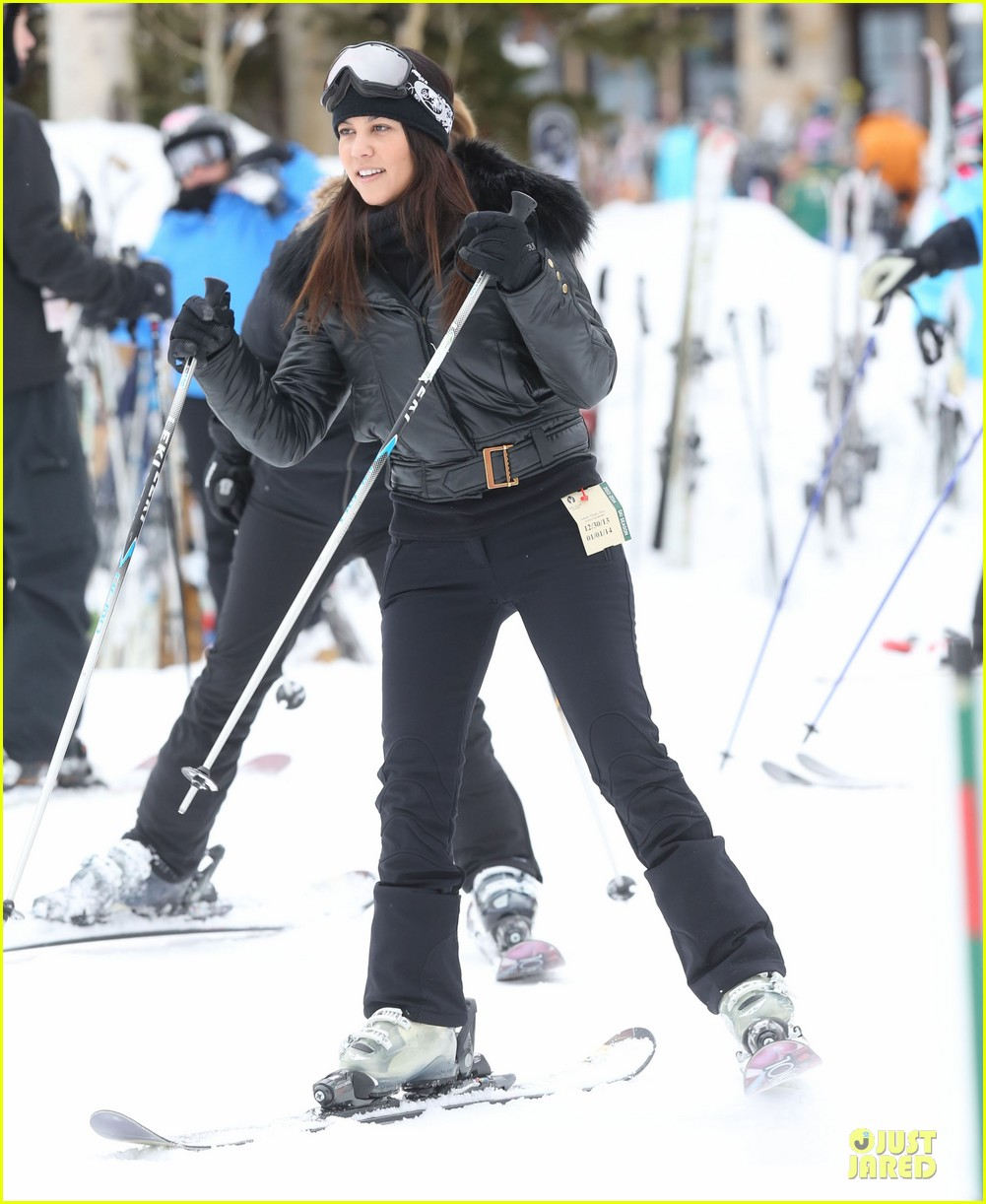 Full Sized Photo of kim kardashian new years eve skiing with kourtney 14 | Photo 3020556 | Just ...