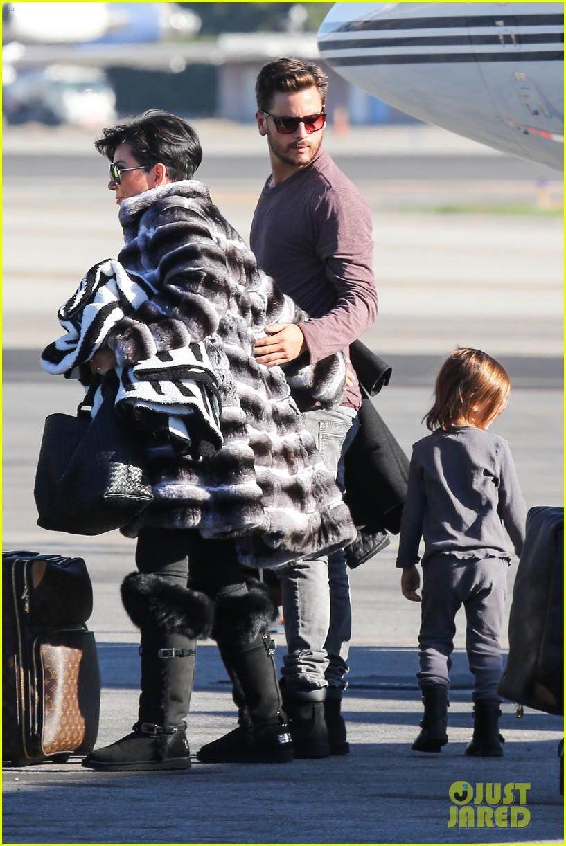 kim kardashian family members catch a private flight 03