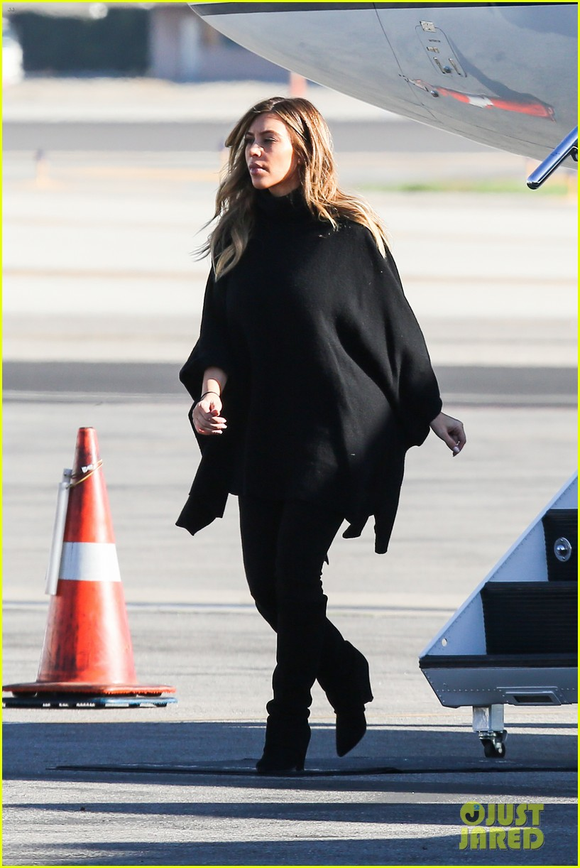 kim kardashian family members catch a private flight 07