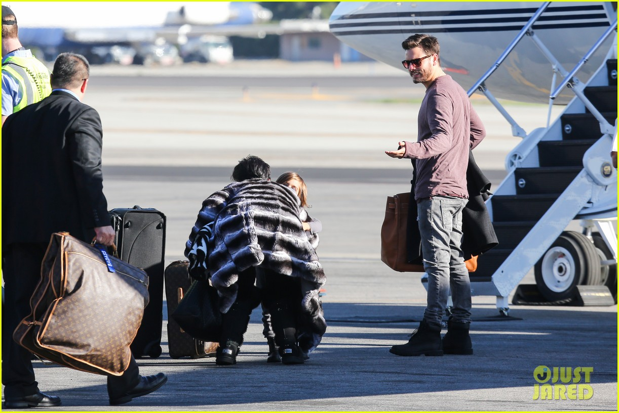 kim kardashian family members catch a private flight 12