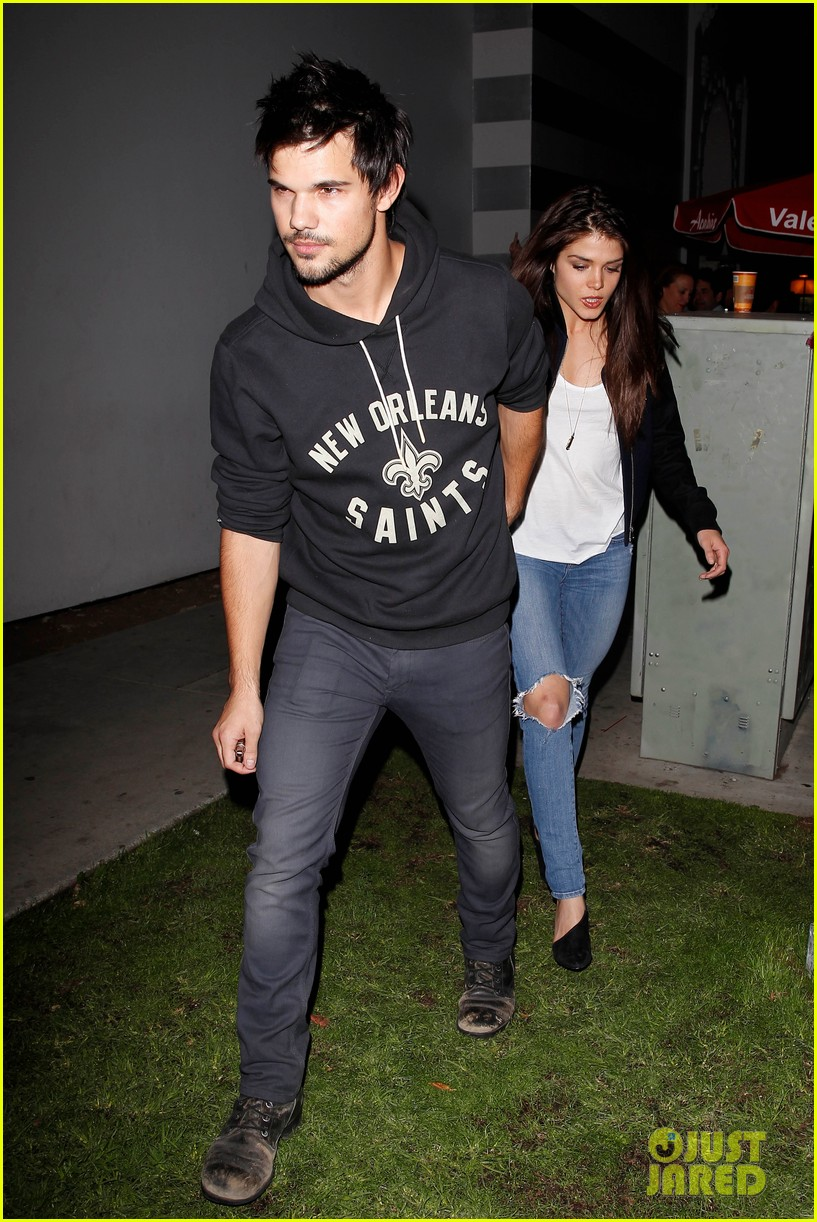 taylor lautner marie avgeropoulos acabar dinner date duo 02