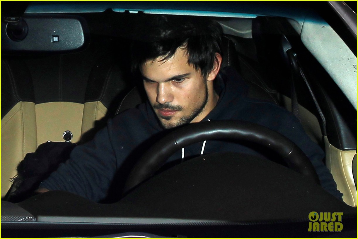 taylor lautner marie avgeropoulos acabar dinner date duo 21